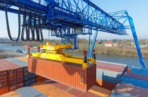 Port à containers sur l'Escaut de Saint-Saulve. Entreprise Contargo. Saint-Saulve